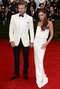 David Beckham et Victoria Beckham en robe Victoria Beckham at the MET gala 2014 David E Victoria Beckham, Style Victoria Beckham, Victoria And David, David Beckham, Stephanie Seymour, Christy Turlington, Bob Mackie, Naomi Campbell, Celebrity Couples