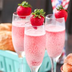"""Strawberry Cream Mimosa The only brunch beverage you'll want! This mimosa is delicious and beautiful. Serve for brunch and holidays! """"I was invited to be a brand representative Brunch Drinks, Brunch Party, Easter Brunch, Fun Drinks, Yummy Drinks, Alcoholic Drinks, Mimosa Brunch, Beverages, Mimosa Bar"""