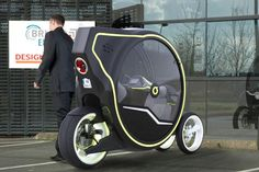 Oz personal mobility vehicle offers agility of a bike, security of a car Electric Scooter, Electric Cars, E Quad, Scooters, Design Transport, E Mobility, Reverse Trike, Cool Inventions, Bicycle Design