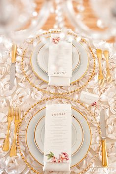 Go for gold with this breathtaking palce setting! | Photography By: Infused Studios | WedLuxe Magazine | #WedLuxe #Wedding #luxury #weddinginspiration #luxurywedding #tabletop #placesetting