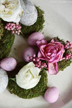 Deko mit verwelkten Rosenblüten