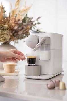 Morning Coffee Moments with the New Nespresso Lattissma One Machine Coffee Station Kitchen, Home Coffee Stations, Cappuccino Machine, Coffee Machine, Kitchen Gadgets, Kitchen Appliances, Kitchens, Nespresso Lattissima, Nespresso Machine