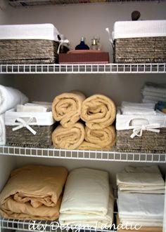 organized linen closet (baskets) - gotta love me some organisation.