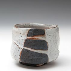 i love the work of lisa hammond Ceramic Tableware, Ceramic Bowls, Ceramic Pottery, Korean Pottery, Japanese Pottery, Lisa Hammond, Pottery Designs, Pottery Ideas, Wabi Sabi