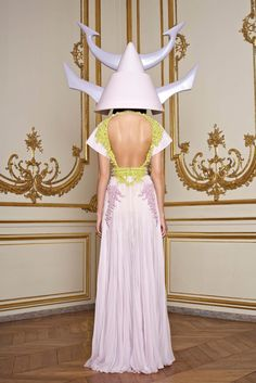 Haute Couture S/S 2011 Chiffon Gown, Passion For Fashion, Fashion Show, Couture Fashion, Love Fashion, Runway Fashion, Fashion Art, High Fashion, Fashion Ideas