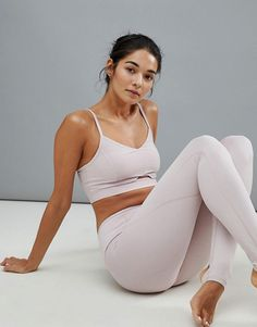 Buy Varley Alta Bra & Legging Co-Ord at ASOS. Get the latest trends with ASOS now. Dance Outfits, Sexy Outfits, Fashion Outfits, Looks Academia, Asos, Yoga Pants Girls, Fitness Photoshoot, Elegantes Outfit, Fashion Poses