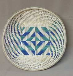 This awesome basket begins with a stunning twill base and features a simple twill weave that swirls up the sides. The colors in the base are Kelly Fruit Basket Delivery, Basket Weaving, Hand Weaving, Making Baskets, Fruit Gifts, Smoke Art, Kelly Green, Thoughtful Gifts, Royal Blue