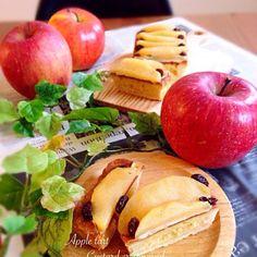 リンゴのコンポートを冷凍していたのを復活させてリンゴのタルト♡ 前回と似てるけど、中には初めて作ったアーモンドクリーム入れて ん〜。ちょっと入れ過ぎた…。 初めて作ったからまぁヨシとしよう 私のいつものカスタードクリームにコンポート乗せて♡꒰*´艸`*꒱ 今度はさわこさんみたいにイチゴ乗せて豪華にしたいなぁ〜 少し味見して残りはみなちゃん家に♡ ちゃんと食べてくれたかな〜 - 157件のもぐもぐ - さわこさんの料理 strawberry tartじゃなくてApple tart by あっちゃん
