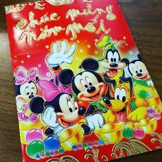 My mom is soo cute. She understands my love for Disney. She even gave me and @jeremy.carrillo26 Li Xi money in a Disney red envelope  Thanks Mom. Lol. #LeEars #disneyland #dlr #wdw #disneyparks #magickingdom #annualpassholder #magicband #disneymagic #disneyinspired #chinesenewyear #lunarnewyear #Chúcmừngnămmới  #新年快乐 #gongheyfatchoy #yearofthemonkey by le.ears