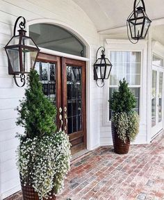 29 Wonderful design ideas for the front door - House Goals Ideas Future House, My House, Patio Design, Exterior Design, Door Design, Double Front Doors, House Goals, Porch Decorating, Decorating Ideas