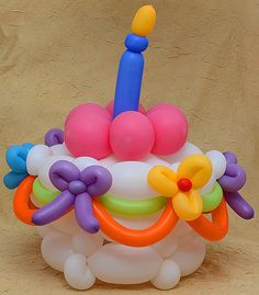 balloon cake - I would love to be able to do this! Balloon Birthday Cakes, Balloon Cake, Love Balloon, Balloon Bouquet, Balloon Ideas, Ballon Decorations, Balloon Centerpieces, Birthday Decorations, Shower Centerpieces