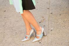 Pin for Later: It-Bags, Shoe Porn und all' die anderen coolen Accessoires der New York Fashion Week Accessoires Street Style bei der New York Fashion Week Schuhe von Miu Miu