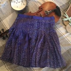 🐰AE lightweight skirt🐰 Very cute, summery skirt with gold strand details. Fabric has no stretch, true to size American Eagle Outfitters Skirts Mini