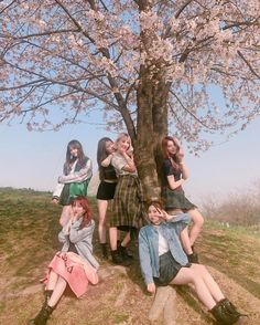 Pristin at Han River Mode Ulzzang, Ulzzang Korean Girl, Ulzzang Couple, Bff Girls, Kpop Girls, Kpop Girl Groups, Korean Girl Groups, Korean Best Friends, Korean Girl Photo