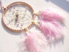 Bergkristall-Amethyst im rosa-weiß Dreamcatcher von Traumnetz-com :  Traumfänger, Schmuck, Bilder auf DaWanda.com