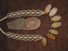 collar con semillas tejido en collar hilo,encerado,semillas macrame