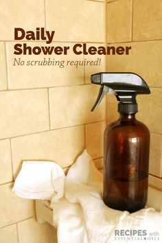 An easy, non-toxic, homemade Daily Shower Cleaner Recipe from RecipeswithEssent. Homemade Cleaning Products, Cleaning Recipes, Natural Cleaning Products, Cleaning Hacks, Cleaning Supplies, Cleaning Solutions, Laundry Solutions, Laundry Tips, Essential Oils Cleaning