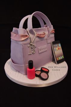 - I made this for a teenager, she loves her iphone so I made one with all her favourite apps on it along with a nail varnish and eye shadows for extra girly effect.  My handbag design was influenced by a fantastic handbag cake by Verusca Walker.
