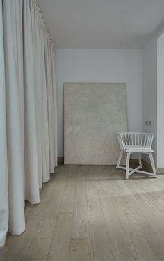 To Be blends the looks of marble and concrete for a special porcelain tile collection. Large Format Tile, Porcelain Tile, Concrete, Accent Chairs, Marble, Resin, Commercial, Spaces, Patterns