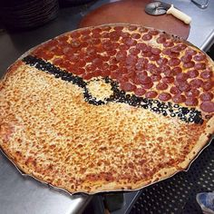 Interesting one by gamer_videogames (o) Interesting one by gamer_videogames (o) Metsuke metsuke_es Super Nintendo Interesting one by gamer_videogames (o) – Pokepizza (Pokemon) . Pokemon Pizza, Pokemon Snacks, Play Pokemon, Pokemon Themed Party, Pokemon Birthday, Pizza Life, Dinner Themes, Food Themes, Party Snacks