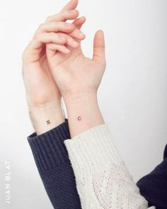 make your own temp tattoo 20 Small but Creative Couple Tattoos C Tattoo, Temp Tattoo, Sleeve Tattoos, Tattoo Quotes, Paar Tattoos, Neue Tattoos, Tattoo Girls, Tattoo For Couples, Simple Couples Tattoos