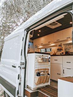 Van Conversion Interior, Camper Van Conversion Diy, Ford Transit Camper Conversion, Rangement Caravaning, Ford Nugget, Astuces Camping-car, Kombi Home, Commercial Van, Sprinter Van Conversion