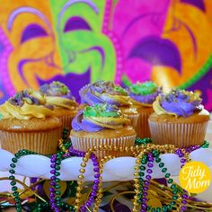 mardi-gras-cupcakes.jpg (500×500)