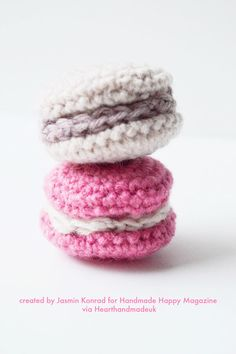 How To Crochet Mini Macaroons - from Handmade Happy the Free Craft Magazine - Click to access the free pattern