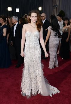 Learn from Kristen's epic fail and follow these 4 steps to traveling in style so you don't lookas strung out and disheveled as Kristen Stewart did at the Oscars while you're traveling around the world.
