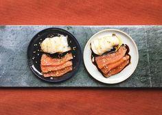 LAKSESASHIMI MED PONZUSAUS OG KAMSKJELL MED TRØFFEL Sashimi, French Toast, Cooking Recipes, Breakfast, Morning Coffee, Chef Recipes, Recipes, Morning Breakfast