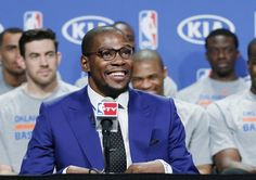 Oklahoma City Thunder's Kevin Durant, with his teammates seated behind him, smiles during the news conference to announce that Durant is the winner of the 2013-14 Kia NBA Basketball Most Value Player Award in Oklahoma City, Tuesday, May 6, 2014. (AP Photo/Sue Ogrocki)