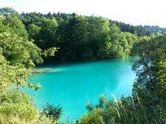 Ein Naturphänomen der besonderen Art ist der Blaue See in der Nähe des Höhlenort Rübeland im Harz. Bei bestimmten Witterungsverhältnissen strahlt dieser im traumhaften azurblau.