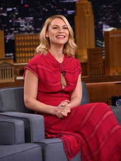 """Claire Danes Photos - Claire Danes visits the """"The Tonight Show Starring Jimmy Fallon"""" at Rockefeller Center on January 2017 in New York City. - Claire Danes Visits 'The Tonight Show Starring Jimmy Fallon' Claire Danes, Lee Strasberg, Mary Louise Parker, Damian Lewis, Hugh Dancy, Leonardo Dicaprio, Carrie Mathison, Soul Asylum, Eyes On The Prize"""
