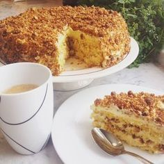 Skal du bake bare en kake i hele ditt liv, må det bli denne. Norwegian Cake Recipe, Norwegian Food, Swedish Recipes, Sweet Recipes, Baking Recipes, Cake Recipes, Sweet Corner, Scandinavian Food, Pudding Desserts