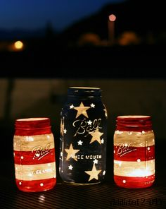 Stars and Stripes Lanterns by Mason Jar Crafts Love and other cute and easy Memorial Day, Fourth of July, Labor Day and patriotic DIY decorations! Mason Jar Projects, Mason Jar Crafts, Crafts With Mason Jars, Mason Jar Art, Blue Mason Jars, Mason Jar Lanterns, Hanging Lanterns, Candle Jars, Mason Jar Candle Holders