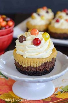Chocolate Pumpkin Cheesecakes - mini cheesecake cupcakes layered with an Oreo cookie crust, chocolate cheesecake, and pumpkin cheesecake. Easy recipe to make for Thanksgiving! #cheesecake #chocolate #pumpkin #thanksgiving #cheesecakecupcakes