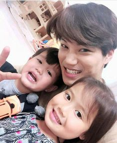 He's good with kids too ;-; GIVE ME MY HEART BACK WE BOTH KNOW I CANT HAVE YOU