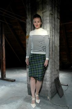 Feeling French: #Breton Stripes & Tartan Pencilskirt #VivienneWestwood #LeMatelotSaintJames | Oceanblue Style ~ fashionblog 40+ for Elegance & Ease Mature Fashion, Fashion Over 50, Women's Fashion, Fashion Outfits, Vivienne Westwood, Style Marin, Breton Stripes, Saint James, Stripes