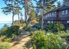Orcas Island, #sanjuanislands vacation rental. Waterfront, sunsets, 3 bedrooms, 3 en-suite baths, 4th sleeping area and 4th bath, hot tub, new & nice furnishing, plus near the town of #eastsound #travel