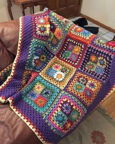 This Floral Afghan Blanket Free Crochet Pattern has a ton to offer including: flowers, rainbow edging, and a lovely crochet hexagon motif. Crochet Squares Afghan, Crochet Quilt, Granny Square Crochet Pattern, Afghan Crochet Patterns, Crochet Motif, Crochet Designs, Free Crochet, Crochet Afghans, Granny Squares