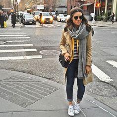 (Ter uma bolsa Chanel para usar junto certamente não dói, mas isso não determina o charme do look!)