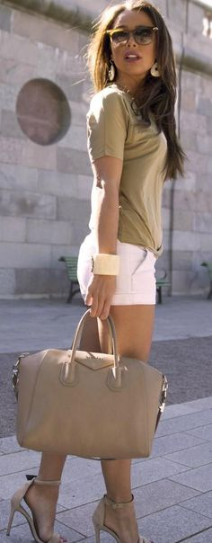 958eb0bb22748 Gorgeous white casual shorts with top khaki short sleeves tee shirt and  khaki leather hand bag and khaki high heels sandals and cute goggles the  best summer ...