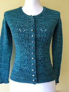 Ravelry: argent cardigan pattern by bunnymuff, Mona Zillah Cardigan Pattern, Knit Cardigan, Cable Knit Sweaters, Lace Knitting Patterns, Knitting Designs, Crochet Clothes, Cardigans For Women, Girls Coats, Knit Jacket