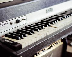 Rhodes Piano Mk I. One of these lives in my hallway. She's called Etta. She's beautiful. Electric Keyboard, Electric Piano, Music Guitar, Playing Guitar, Rhodes, Dream Music, Music Machine, Recording Equipment, Keyboard Piano