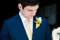 groom and spring daffodil  button hole www.dominicwright.co.uk