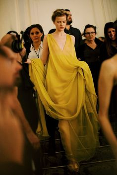 Backstage at Valentino Haute Couture Spring 2015 Couture Looks, Haute Couture Fashion, Valentino Couture, Italian Fashion, Fashion Art, High Fashion, Runway Fashion, Spring 2015, Backstage