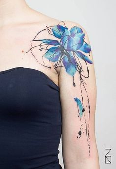 Abstract style blue lotus flower tattoo on the left shoulder. Tattoo artist: Kizun (Vale+Pablo DM)