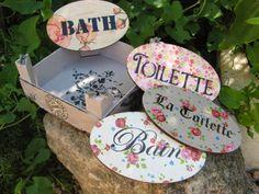 Caja de fresas reciclada y plaquitas para las puertas....Chalk Paint, decoupage y estarcidos