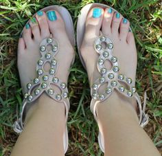 Are there the most comfortable jelly sandals you will ever find? See the full review at The Plastic Diaries Beauty Blog.