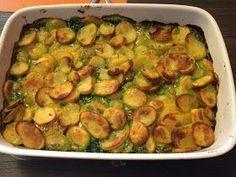 Ovenschotel met spinazie, kipfilet, kaas en gekruide aardappeltjes